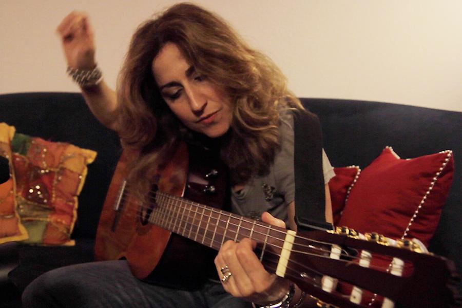 Gisella Cozzo alla chitarra