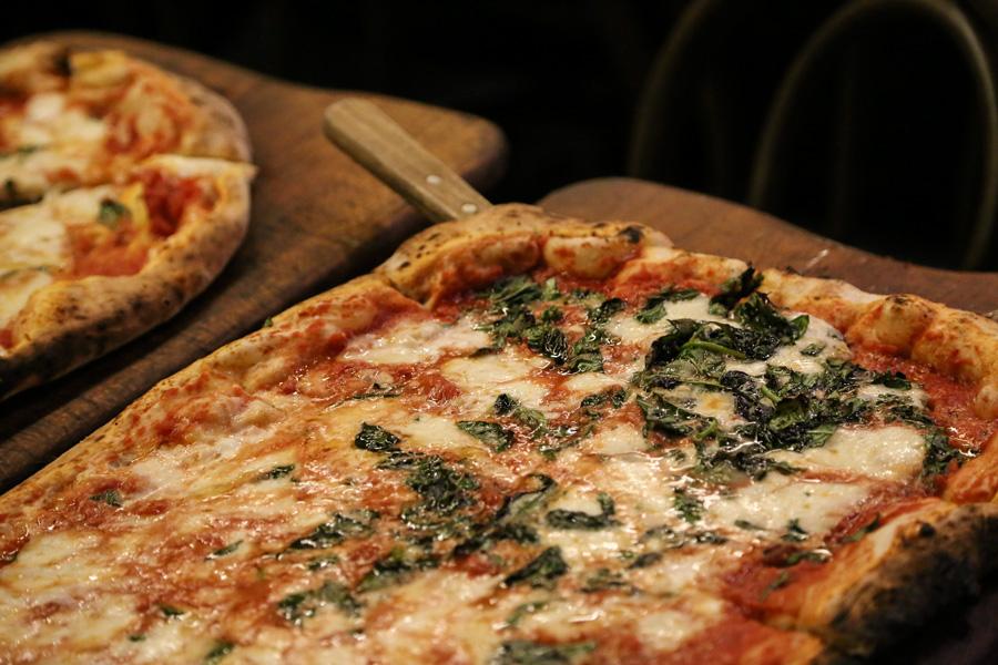 La pizza di Via Napoli pronta consegna