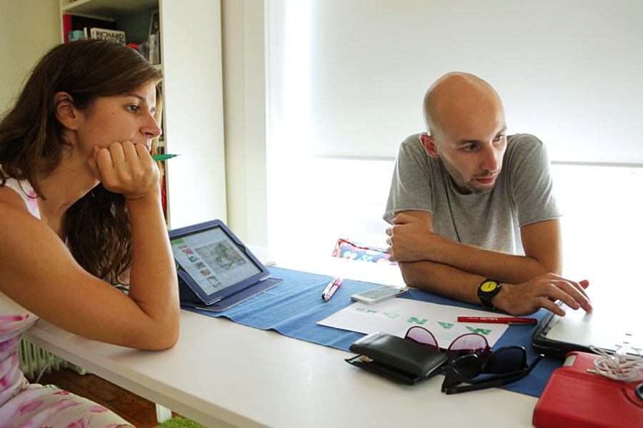 Clelia e Francesco discutono alcune strategie per il loro Design Network Australia