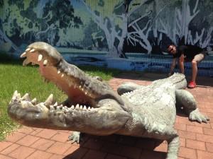 Emi, smettila di giocare con il coccodrillo!